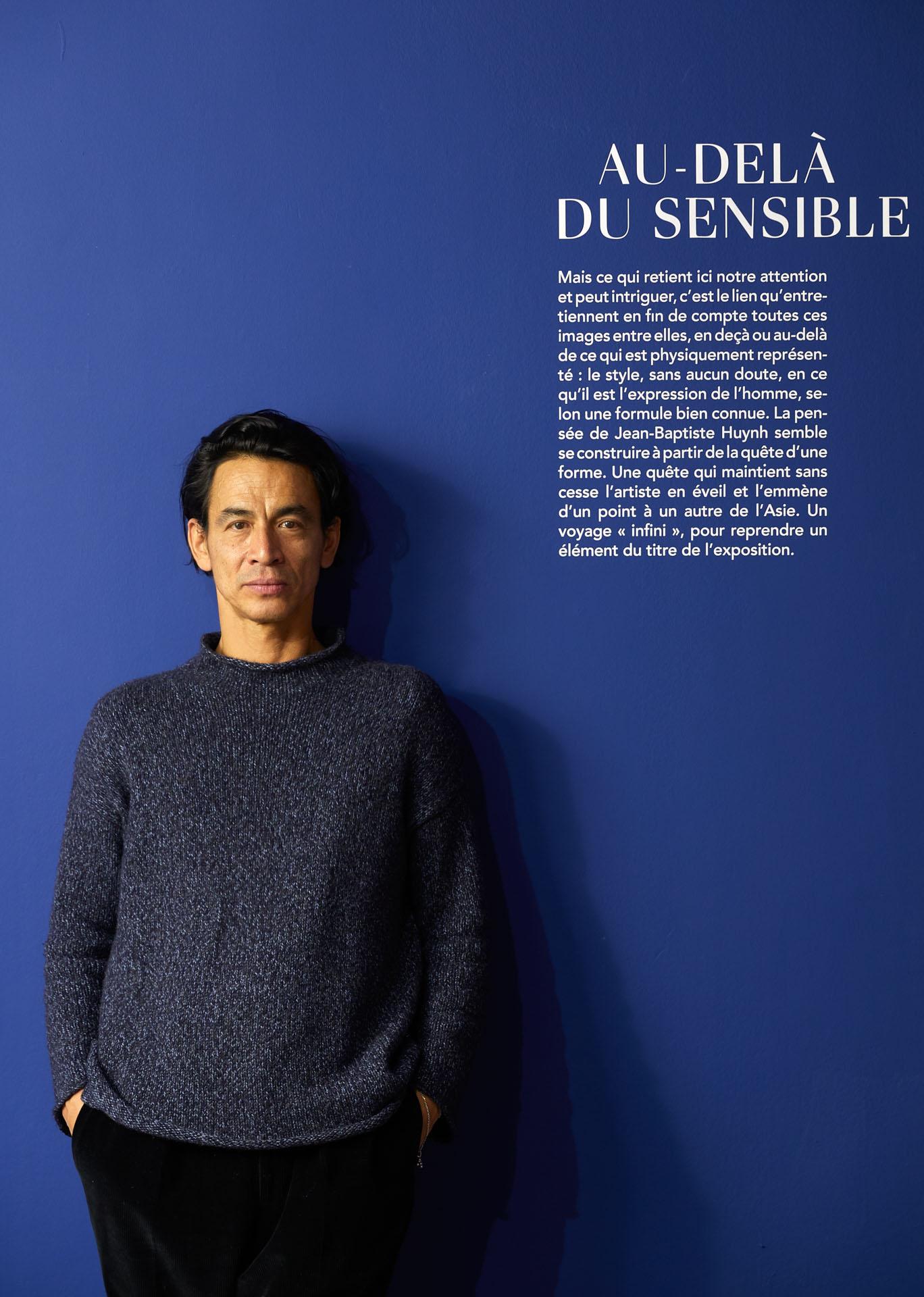 """Jean-Baptiste Huynh au Musée Guimet à l'entrée de son exposition """"Infinis d'Asie"""" au musée National des Arts Asiatiques Guimet, Paris, du 20 février au 20 mai 2019."""